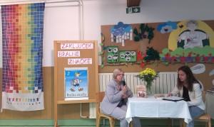 slika 7 Pisateljica Cvetka Kocjančič kot gostja na prireditvi ob zaključku bralne značke